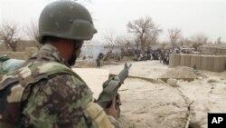 Soldado afegão montando guarda em Panjwai,na Província de Kandahar a Sul de Cabul