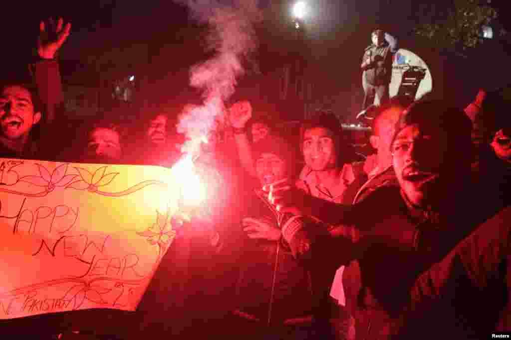 Празднование Нового года в Лахоре (Пакистан)