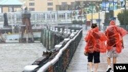 Se prevé que las fuertes lluvias causen inundaciones y anegaciones repentinas, advirtió el Centro Nacional de Huracanes.Huracanes
