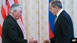 Rex Tillerson i Sergej Lavrov