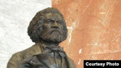 Statue of Frederick Douglass by sculptor Steven Weitzman