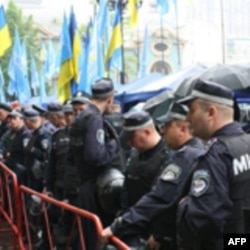 Украинская оппозиция выводит людей на улицы
