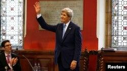 """John Kerry dice que """"somos responsables para hacer frente a la corrupción dentro de nuestros propios países, incluyendo los Estados Unidos""""."""