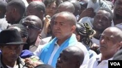 Moïse Katumbi arrive au Parquet au milieu d'une foule, à Lubumbashi, 11 mai 2016