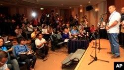 Tổng Giám đốc Malaysia Airlines, Ahmad Jauhari Yahyain, phát biểu trong 1 cuộc họp báo tại 1 khách sạn ở Sepang, bên ngoài Kuala Lumpur, Malaysia, 8/3/2014