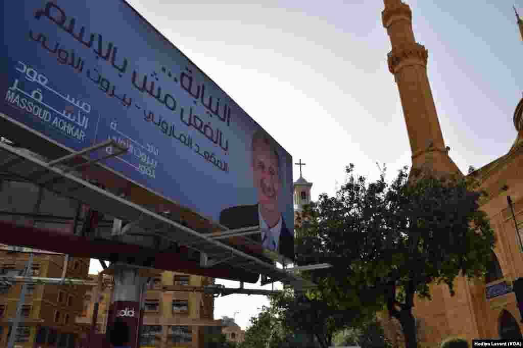 Seçim sistemini de değiştiren Lübnan'da yeni sisteme göre partiler değil listeler bünyesinde seçime katılan adaylar yarışacak. Ülke genelinde 77 listede 597 adayın yarışacağı seçimler için 7 bin oy kullanma merkezi oluşturulacak. Gerek hassas içyapısı ve gerekse yeni seçim sisteminin ülke siyasetine etki eden bloklar açısından belirsiz sonuçlar yaratma ihtimali nedeniyle ülke genelinde 20 bin asker ve polisin görev yapacağı açıklandı.