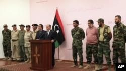 利比亞全國過渡委員會成員於星期一會見記者