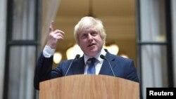 Menteri Luar Negeri Inggris yang baru, Boris Johnson, berbicara kepada para staf di Kementerian Luar Negeri di London (14/7). (Reuters/Andrew Matthews)