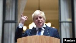 លោក Boris Johnson រដ្ឋមន្រ្តីការបរទេសថ្មីរបស់អង់គ្លេស ថ្លែងសុន្ទរកថានៅក្នុងការិយាល័យនៃក្រសួងការបរទេស នៅប្រទេសអង់គ្លេស កាលពីថ្ងៃទី១៤ ខែកក្កដា ឆ្នាំ២០១៦។