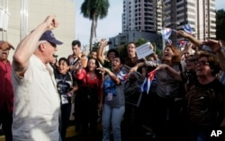 A man shouts slogans against Cuban pro-government supporters outside the Vasco Nunes De Balboa Convention Center in Panama City, April 8, 2015.