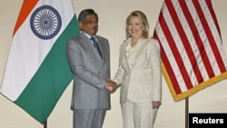 US Secretary of State Hillary Clinton shakes hands with India's Foreign Minister Somanahalli Mallaiah Krishna (L) before their meeting in New Delhi, May 8, 2012.
