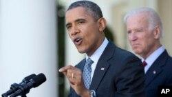 Junto al vicepresidente Joe Biden, el presidente Obama habló de la ley de salud en el Jardín de las Rosas de la Casa Blanca.