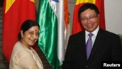 Ngoại trưởng Ấn Độ Sushma Swaraj gặp Bộ trưởng Ngoại giao Việt Nam Phạm Bình Minh tại Hà Nội, ngày 25/8/2014.