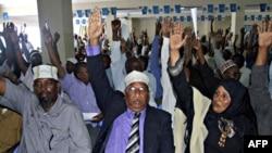 Các nhà lập pháp Somalia trong một cuộc biểu quyết tại Mogadishu (hình tư liệu - 31 tháng 10, 2010)