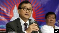 Pemimpin oposisi Kamboja di pengasingan, Sam Rainsy mengatakan akan kembali untuk mengikuti pemilu Kamboja 28 Juli (foto: dok).