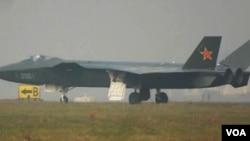 "Pesawat siluman Tiongkok, J-20 ""Black Eagle""."