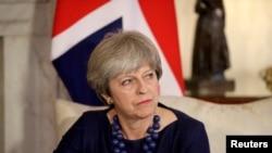 PM Inggris Theresa May di 10 Downing Street, London, 5 Desember 2017. (Foto: dok).