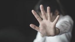 "Hentikan kekerasan terhadap perempuan, perdagangan manusia sebagai ilustrasi. Saat ini muncul istilah-istilah yang ""menjurus"" terkait kekerasan seksual terhadap perempuan. (Foto: EHRC/Shkliarov)"
