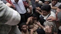 معترضان در قاهره دو تن از افرادی را که با چاقو به چادر آنها حمله کردند، دستگیر کردند. ۱۲ ژوئیه ۲۰۱۱