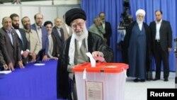 伊朗最高領袖哈梅內伊星期五在德黑蘭參加了投票。