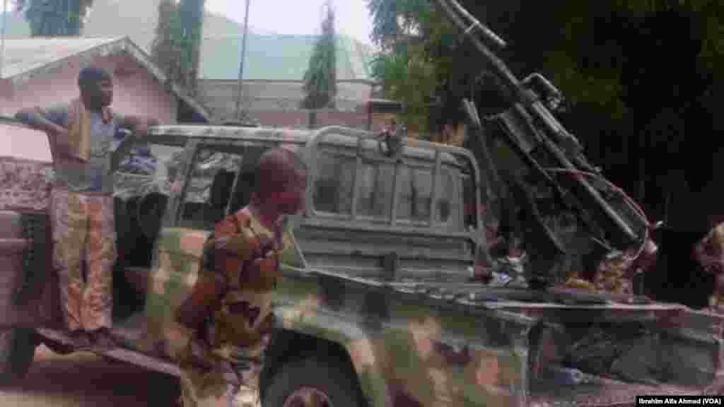 Sojojin birged ta 21 ta dakarun Najeriya mai hedkwata a garin Bama sun kashe mayakan Boko Haram 15 suka kama manyan makamai masu yawa a yau alhamis 27 ga watan Afrilu shekarar 2017.