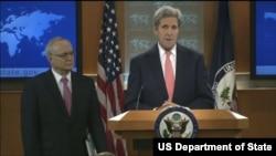 Ngoại trưởng Mỹ John Kerry và Đại sứ lưu động của Hoa Kỳ đặc trách Tự do Tôn giáo Quốc tế David Saperstein công bố phúc trình về Tự do Tôn giáo Quốc tế năm 2014 tại Bộ Ngoại giao Hoa Kỳ (Ảnh: state.gov)