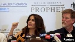 """Bintang film Salma Hayek dalam konferensi pers """"The Prophet"""" bersama penulis skenario dan sutradara Roger Allers di Beirut, Lebanon (27/4). (Reuters/Aziz Taher)"""