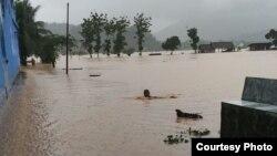 Banjir melanda kabupaten Pacitan akibat siklon tropis Cempaka.