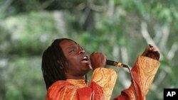 Senegalese singer Baaba Maal (2008 file photo)