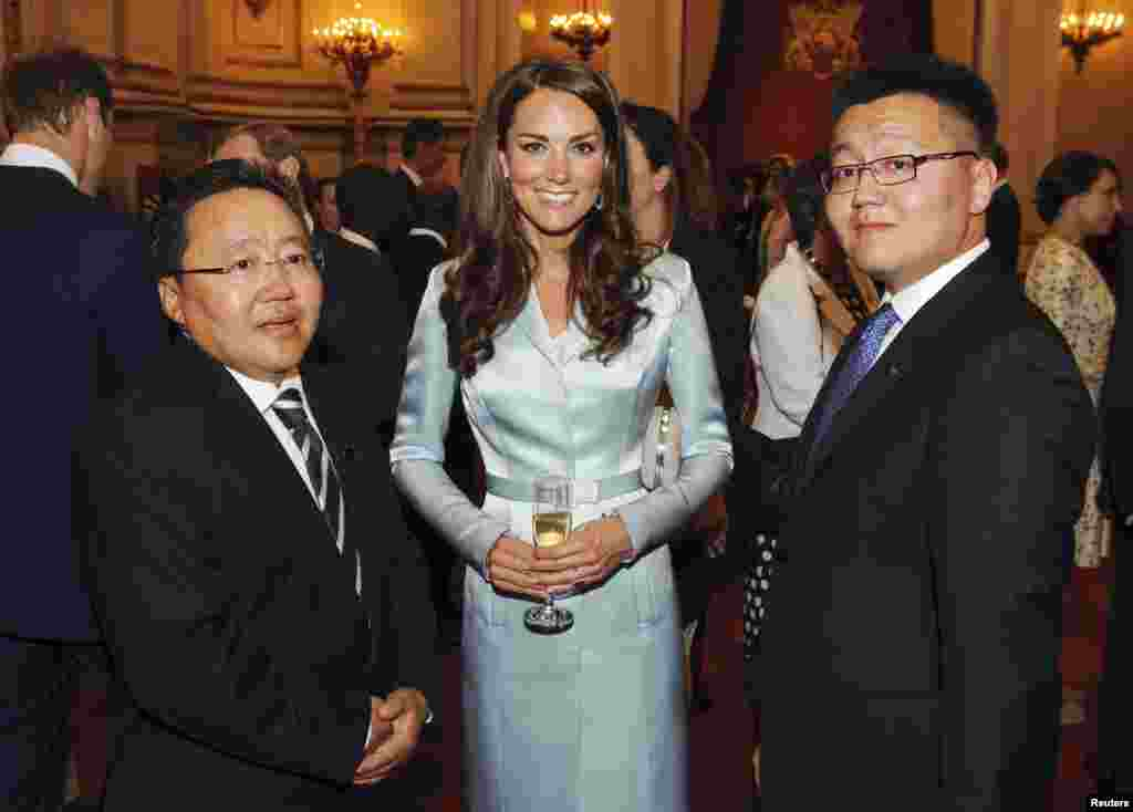 Catherine, the Duchess of Cambridge, poses for a picture with the President of Mongolia Elbegdorj Tsakhia (L) and Erdene Elbegdorj during a reception at Buckingham Palace, London July 27, 2012, to welcome Heads of State and Heads of Government to the Unit