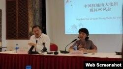 Đại diện Đại sứ quán Trung Quốc, ông Hồ Tỏa Cầm, Tham tán Thương mại và bà Doãn Hải Hồng, Đại biện Lâm thời, tại cuộc họp báo ngày 4/6/2019, Hà Nội. Photo Báo Thanh Niên