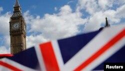 Britanska zastava nadomak parlamenta u Londonu.