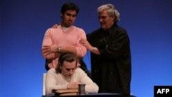 Нью-йоркский оперный режиссер Тито Капобьянко проводит мастер-класс в Москве.