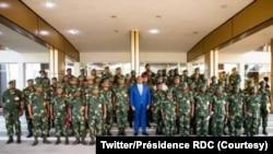 Président Félix Tshisekedi kati na commandants ya ba opérations ya FARDC nsima na bokutani na Cité ya Union africaine, Kinshsa, RDC, 10 décembre 2020. (Twitter/Présidence RDC)