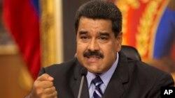 Maduro acusa a la directiva de la Asamblea Nacional de usurpación de funciones y de traición a la patria, luego del anuncio de la OEA de querer activar la Carta Democrática.