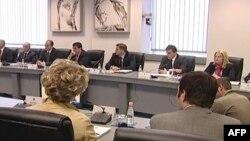 Kosovë: Vazhdojnë reagimet mbi ndryshimet në qeveri