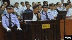 薄熙来在一审法庭上(资料照片)