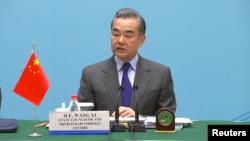 中国外交部长王毅2019年2月27日在乌镇会见记者 - 路透社照片