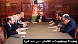 آقای غنی در درون جلسۀ فوق العادۀ شورای امنیت ملی افغانستان و در حضور اعضای آن با لوی درستیز پاکستان صحبت کرد