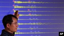 Јужнокорејски владин претставник ги објаснува сеизмичките бранови предизвикани од најновото севренокорејско нуклеарно тестирање.