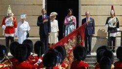 باراک اوباما در میان تشریفات رسمی وارد کاخ باکینگهام شد