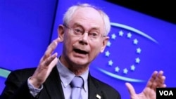 Presiden Uni Eropa Herman van Rompuy berbicara pada konferensi pers di KTT Uni Eropa di Brussels, Jumat (25/3).