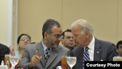 Saud Anwar, Walikota South Windsor, Connecticut bersama Wakil Presiden AS Joe Biden