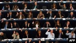 Fransız Parlamentosu Yeni Göçmen Yasasını Kabul Etti