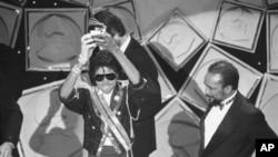 Michael Jackson et Quincy Jones en 1984 aux Grammy Awards