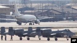 지난 2013년 4월 한국 오산 공군기지에서 미-한 키 리졸브 연합훈련에 참가한 미 공군 A-10 공격기들이 이륙 준비를 하고 있다. (자료사진)