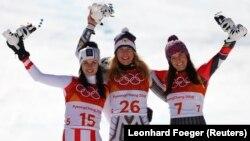Гірські лижі – Пхйончхан, 2018 – Зимові олімпійські ігри. Анна Вейз із Австрії, Естер Ледечка з Чехії та Тіна Вайразер з Ліхтенштейну.
