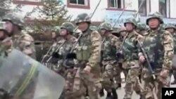 图为阿坝地区在警方严控之下(2011年10月资料照)