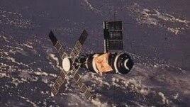 Astronautët e modulit Skylab flasin për jetën në hapësirë