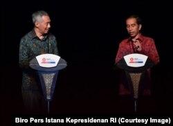 Presiden Jokowi dan Perdana Menteri Singapura Lee Hsien Loong saat melakukan konferensi pers di Hotel Sofitel, Nusa Dua, Bali, 11 Oktober 2018. (Foto: Biro Pers Istana Kepresidenan RI)